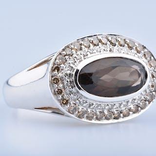 Bague en or 18 carats (750 millièmes), ornée d'1 quartz ovale ovale 0.38ct