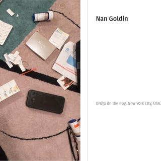 """Nan Goldin """"Drugs on the Rug"""" épreuve signée à la main au dos"""