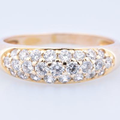 Bague  en or jaune 9 carats (375 millièmes), ornée de 25 oxydes de Zirconium.