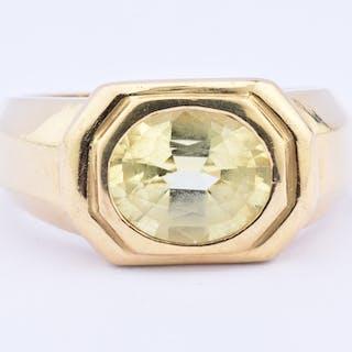 Jolie bague chevalière en or jaune 18 carats composée d'une citrine