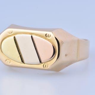 Belle bague chevalière en or tricolore 18 carats