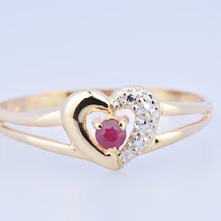 Bague coeur en or jaune 18 carats (750 millièmes) ornée d'un rubis