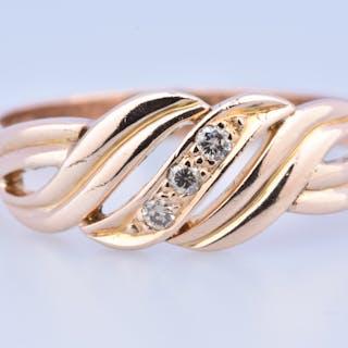Jolie bague en or rose 18 carats (750 millièmes) ornée de 3 diamants