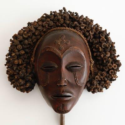 Superbe masque de danse « Mwana Po