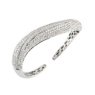 18k White Gold Fancy Diamond Set Bangle 6.98ct