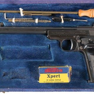 "MAB Model R ""Le Chasseur"" Pistol w/Case, Accessories"