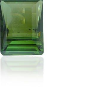 Turmalin 3,78 ct Smaragdschliff Unterseite im Treppenschliff leicht