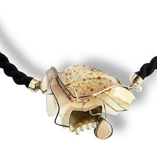 Handarbeit, Designer Goldcollier mit rosa Achat, Opal und Perlen mit Kordel