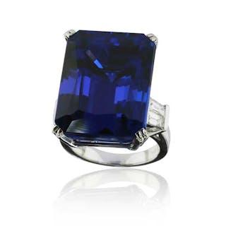 40,74ct Tansanit im Octagonschliff im Weissgoldring mit 0,659ct Diamanten