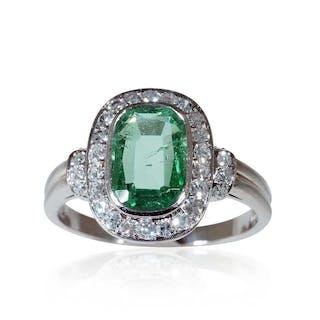 Smaragdring, 18 kt Gelbgold mit 1,23ct Altschliffdiamanten und 2,17ct Smaragd