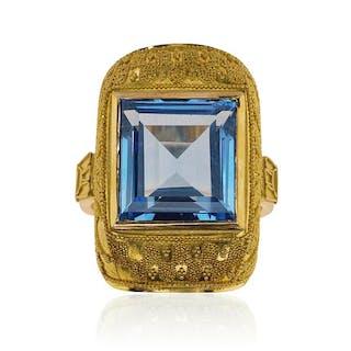 Handarbeit!Granulierter Cocktailring mit blauem Mittelstein in 750 Gold