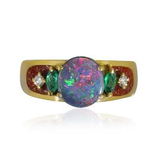 Goldring mit Email und Diamanten zwei Smaragden und Opal