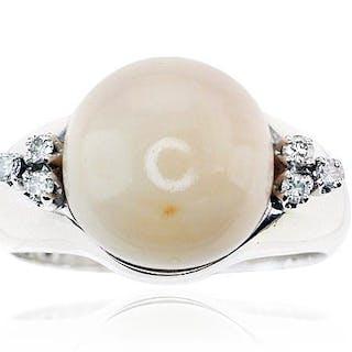 Engelhaut Korallen Bouton und 6 Diamanten im Weissgoldring 585