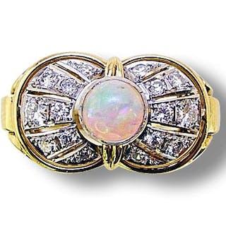 Goldring 18 Kt mit Opal und 0,63ct Brillanten