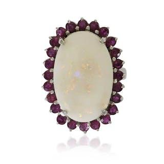 Rubin-Opal-Ring mit 1,79ct Rubinen und 5,86ct Opal in Weißgold, 14 kt