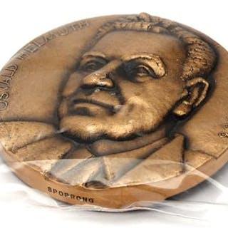 Plakett, Oswald Helmuth