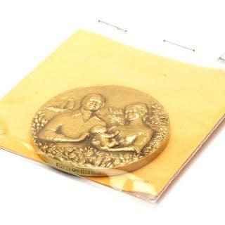 Medalj 18K 70,6g Prinsessan Victoria