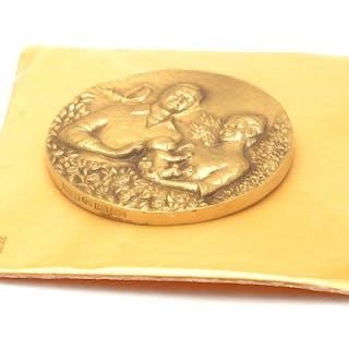 Medalj 18K 70,8g Prinsessan Victoria