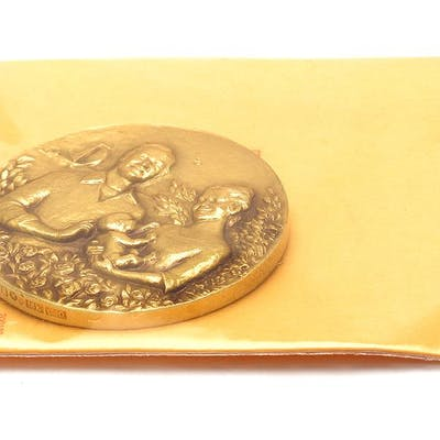 Medalj 18K 70,9g Prinsessan Victoria
