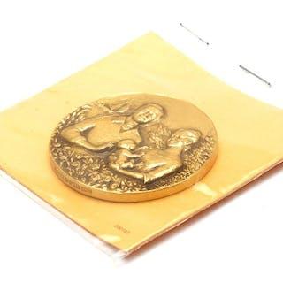 Medalj 18K 69,4g Prinsessan Victoria