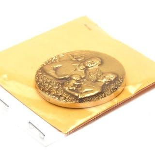 Medalj 18K 70,5g Prinsessan Victoria