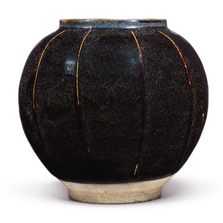 A BROWN-GLAZED RIBBED JAR SONG / JIN DYNASTY