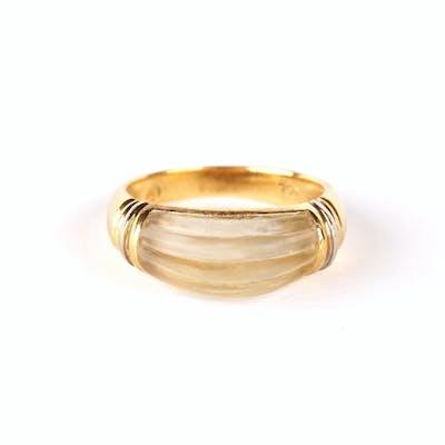 Bague jonc en or jaune 18K (750/oo) ornée d'un motif en...