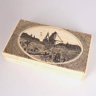 Boîte à hameçons à décor gravé d'une marine