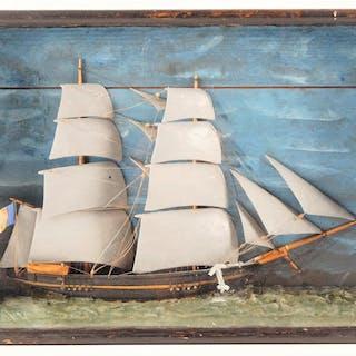 Diorama présentant un bateau de pêche toutes voiles dehors