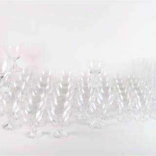 """LALIQUE FRANCE : Service de verres en cristal modèle """"Rambouillet"""""""