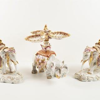 MEISSEN : Ensemble de trois présentoirs en porcelaine...