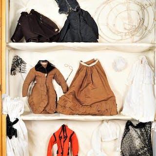 Eléments de trousseau pour poupées parisiennes de différentes tailles