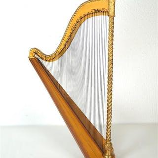 Harpe de style ancien