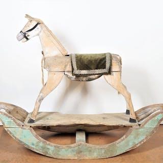 Grand cheval à bascule en bois
