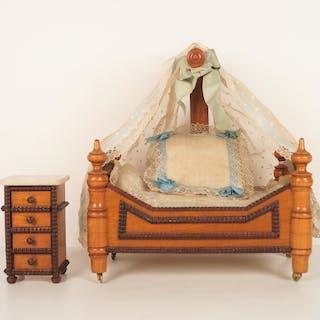 Petit lit sur roulettes en bois verni