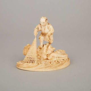 An Ivory Carved Okimono of a Fisherman, Meiji Period - 日本 明治時期 牙雕漁人置物