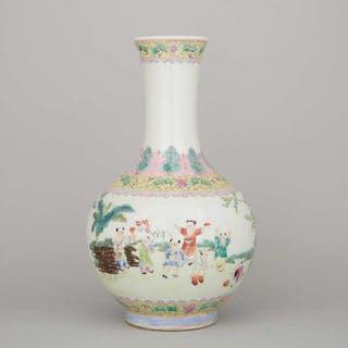 A Famille Rose Bottle Vase, Guangxu Mark - 光緒款 粉彩童子嬉戲紋賞瓶