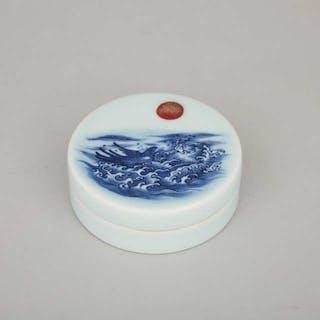 A Blue and White Seal Paste Box, Qianlong Mark - 乾隆款 青花旭日海水紋印泥盒
