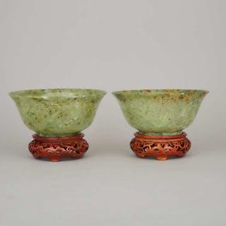 A Pair of Green Hardstone Bowls - 硬石碗一對帶座