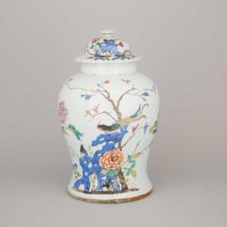 A Famille Rose 'Peacock' Lidded Temple Jar, 19th Century - 十九世紀 粉彩鳳凰花鳥紋將軍罐