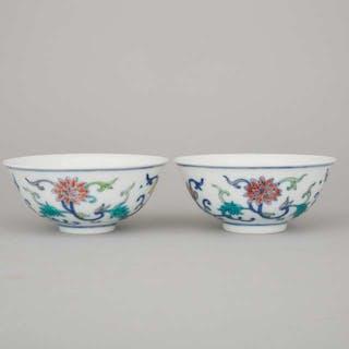 A Pair of Doucai Bowls, Qianlong Mark - 鬥彩纏枝蓮紋小杯一對