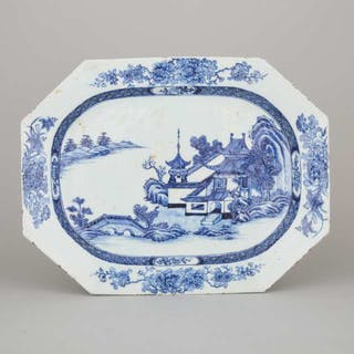 A Chinese Export Blue and White Platter, 18th Century - 十八世紀 中國外銷青花庭院山水八楞盤