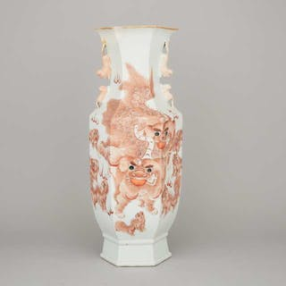 A Large Hexagonal 'Foo Dog' Vase, Republican Period - 民國時期 礬紅獸耳福獅紋六楞瓶