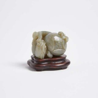 A Celadon Jade 'Sanduo' Carving - 青玉雕'三多'童子擺件