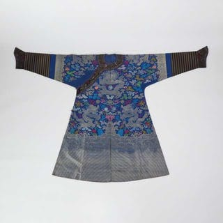 A Blue Ground Silk Embroidered Dragon Robe, Early 20th Century - 二十世紀早期