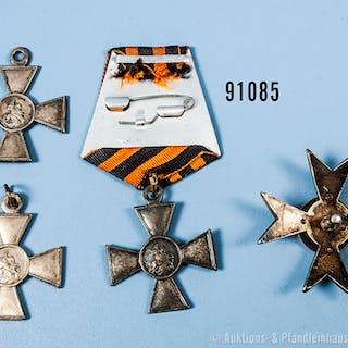 Russland, 3 Georgskreuze, jeweils mit Verleihungsnummern, Originalität