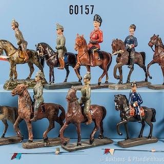 Konv. 9 Reiter zu Pferd sowie 1 Solo-Reiter, teilweise versch. Darstellungen
